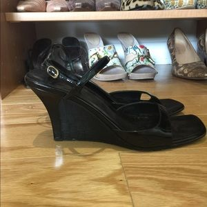 Gucci wedge sandals in black patent and GG silk 7